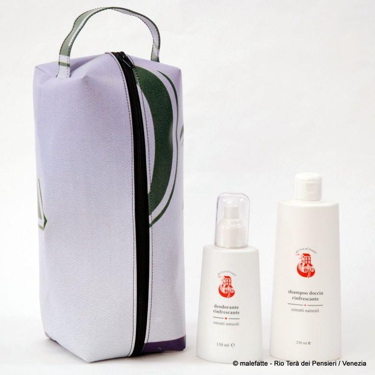 Beauty Case da uomo in pvc riciclato con due prodotti della nostra linea cosmetica classica RTdP