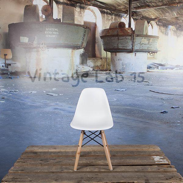 Niet alleen volwassenen maar ook kinderen kunnen nu op hun eigen design stoel zitten. Perfect voor de kinderkamer of speelhoek en geheel in stijl met jouw interieur. Deze populaire Eames stoelen zijn zeer geliefd onder kinderen vanwege de speelse