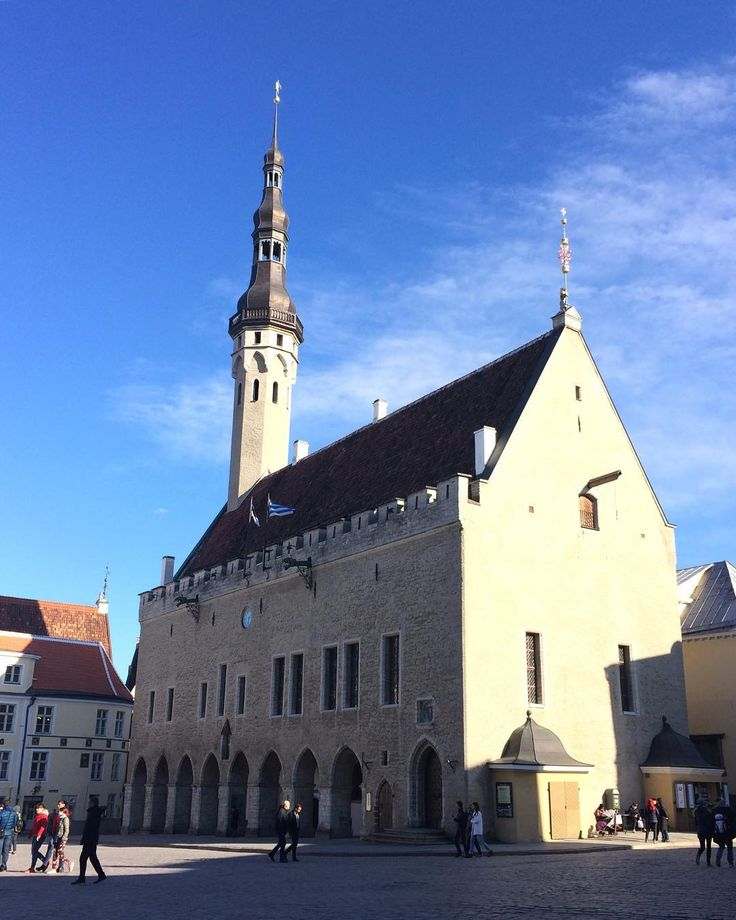 Ратуша #travel #eurotrip #estonia #tallinn #raekoda #raekojaplats #эстония #таллин http://tipsrazzi.com/ipost/1510750936531580316/?code=BT3Q_j0DbWc