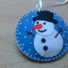 Рождественские украшения - снеговик на мо ...