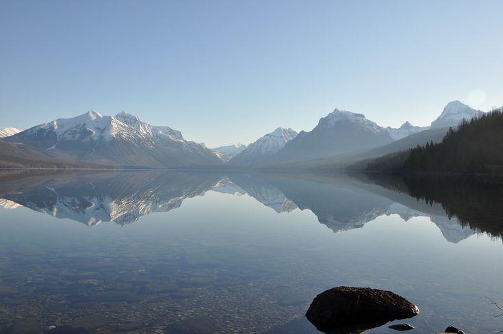 Lago McDonald, no Parque Nacional das Geleiras, Montana, USA.  Fotografia: Glacier NPS no Flickr.