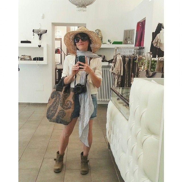 #feelingoodmonferrato a spasso per i negozi di Alessandria. Manuela Conti (conlemaninpasta.com) è una TURISTA A SPASSO PER UNA CITTÀ D'ARTE.  Si è vestita e ha scattato il suo selfie da Amidali (Vicolo dell'Erba 7)