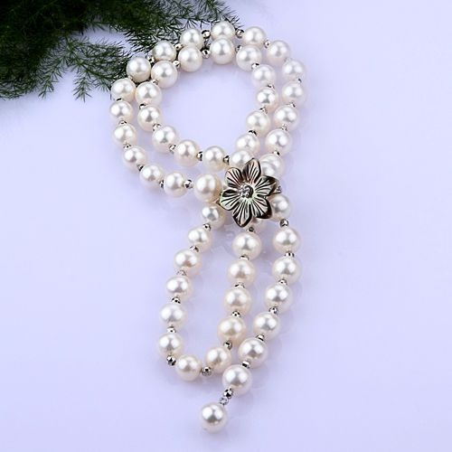 """Stylish 7.5-8.5 mm White Pearl Necklace with """"Shell Follower"""" This stylish pearl necklace can be wore in many different way. It can be suitable for whatever clothing you wear- a good custom pearl necklace showing your elegant personality."""