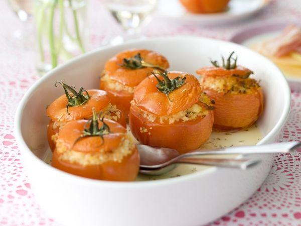 Tomaten gevuld met couscous en feta - Libelle Lekker!