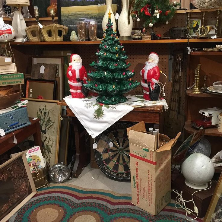 Christmas at Rhode Island Antiques Mall. booth S-91 @duckwells  @riantiquesmall #antique #duckwells #vintage #vintagestyle #christmas #pin #vintagechristmas #