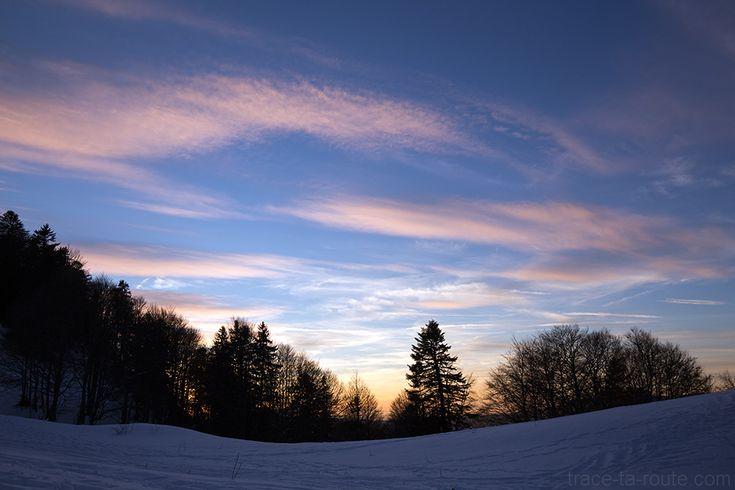 #Ciel au #coucherdesoleil au Col de la Buffaz sous la #neige en #hiver - Pointe de la #Galoppaz Massif des #Bauges #Randonnée #raquettes #Crépuscule