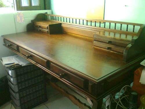 Escrivaninha Antiga Em Perfeitas Condições - R$ 1.350,00