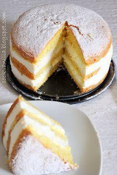 Torta profumata , semplice e leggera . Io ho voluto strafare con la crema ,ma dopo averla assaggiata, il giusto equilibrio ...