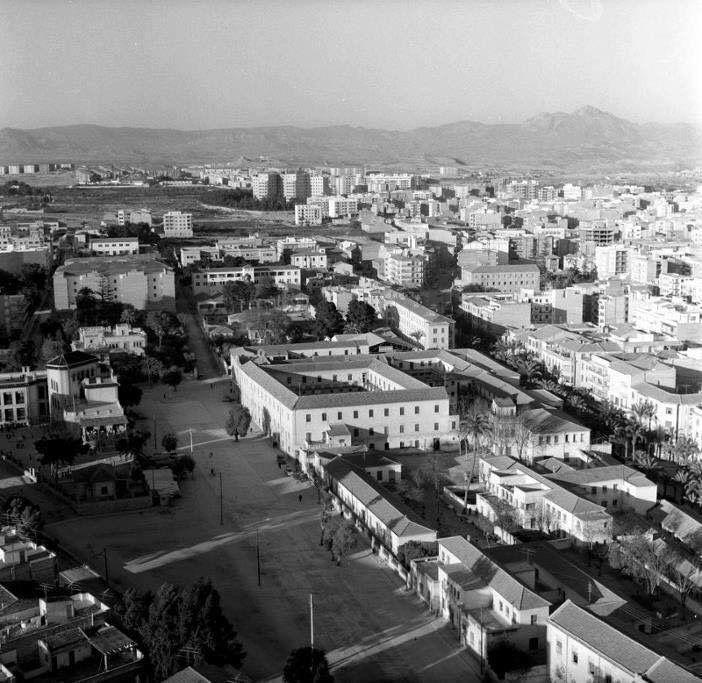 Campoamor. A  la izquierda el colegio público y en centro edificio hoy desaparecido donde se ubica el actual Auditorio de Alicante