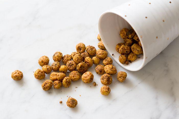 Tijgernoten, dat zijn toch die pinda's met een korstje uit de supermarkt?? Nee joh! De échte tijgernoot is de chufa, of aardamandel. Een leuke knolgroente (ja, een soort zoete aardappel!) die al generaties lang door…