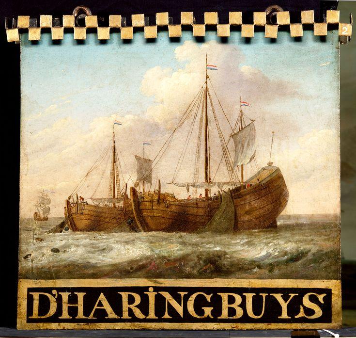 raffigurazione della Haringbuis, la nave olandese utilizzata dagli olandesi per pescare e lavorare le aringhe (questa pesca portava a grandissimi guadagni): esse erano dotate di una rete per catturarle e nella nave vi era una zona adibita alla preparazione del prodotto che veniva preso e trasportato nei porti, pronto per il commercio