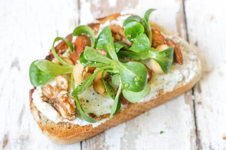 Toast toppers - Creamy goats' cheese with nuts, honey and leaves on feedingboys.co.uk