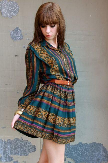 Découvrez la mode vintage des années 70 , s'habiller comme dans les années 1970, les styles vestimentaires seventies pour femme et homme chic.