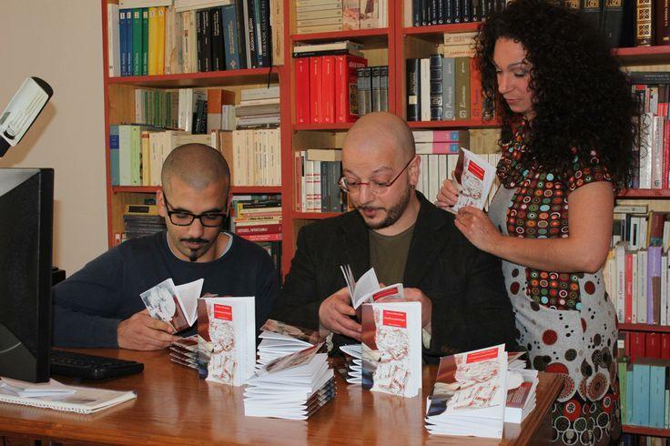 """La #donna che pubblica i #libri  ...assieme a Youssef Amraoui, soprannominato """"Pinuzzo Commerciale"""", che in arabo significa il vento caldo del Maghreb che porta onore e gloria alla #letteratura ed all'#editoria """"sostenibile"""", e Ninfa Marcenò, l'astro nascente (?) dell'editoria italiana"""