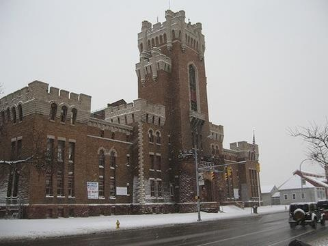 Landmark Rochester: The Main Street Armory, constructed in 1905 by the U.S. Army for war-bound WW 1 and 2 soldiers, the Main Street Armory was also used for entertainment, anywhere from Basketball games to Auto shows. At the opening of the Blue Cross arena in the 1950's, the Armory became the primary indoor vendor in the city. The building had fallen into a huge state of decay by 2005, and now is remodeled, serving as an indoor venue once again.