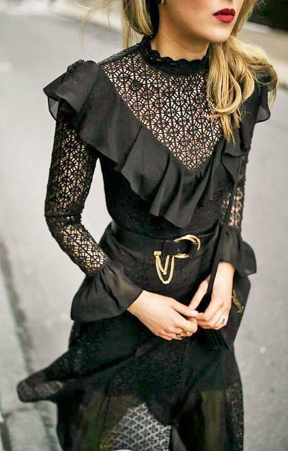 mary orton MEMORANDUM ❈ black lace dress   ruffled  patent black waist belt with chain, black velvet shoulder bag, dark red lipstick (robe noire dentelle ceinturée or volantée)