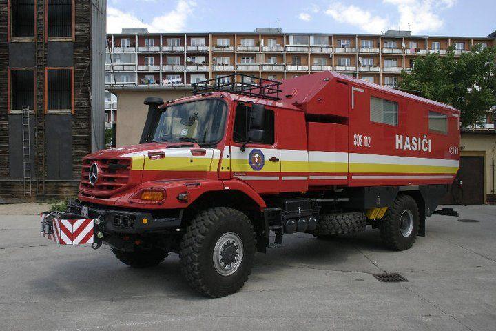 Veliteľsko - štábne vozidlo MB Zetros