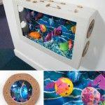 Laboratori per bambini acquario Avete visto la foto di questo bellissimo acquario? Possiamo divertirci a costruirlo anche noi, è molto semplice e divertente. Occorrono materiali facili da trovare e riciclare, tra cui cartone, cartoncini, colla e tanta creatività. Qui vi viene dato qualche spunto ma possiamo variare gli animali marini come più ci piace.  Si tratta di lavoretto da fare con i bambini, ragazzi, e perchè no? Anche con gli adulti,un bel laboratorio.