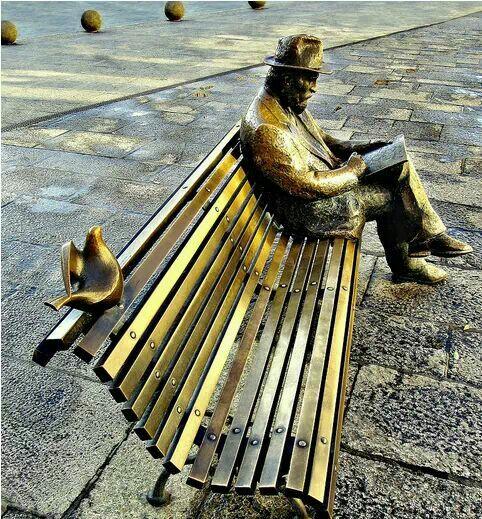 escultura de gaud en len espaa enfrente se encuentra el palacio de botines obra