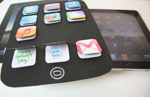 je maakt een iphone en stopt onder elk appje een lief woordje/zinnetje.