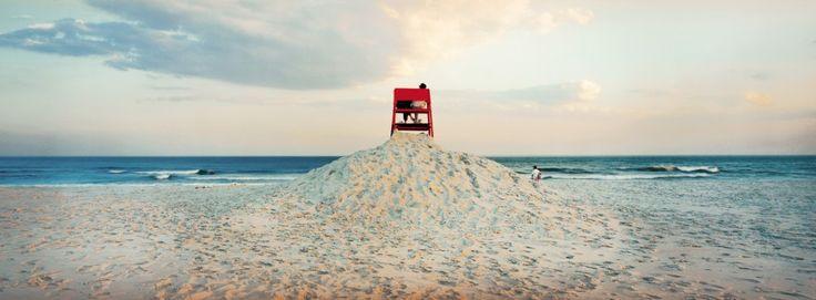 Amerika: An dieser Grenze ist auch die oben abgebildete Strandfotografie angesiedelt: Sie dokumentiert einen Augenblick des Alltags und spielt zugleich mit ...