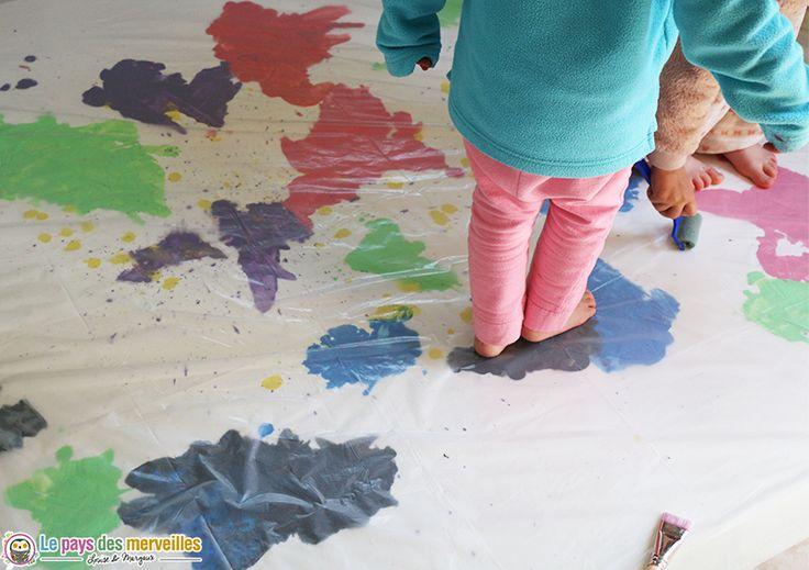 Peinture sensorielle sur une bache - peinture propre géante