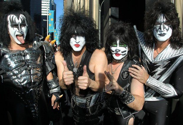 Kiss @musicbizmentor  : Kiss arrives at Sirius Radio station