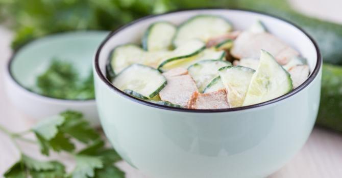 Recette de Salade anti-prise de poids concombre et yaourt. Facile et rapide à…