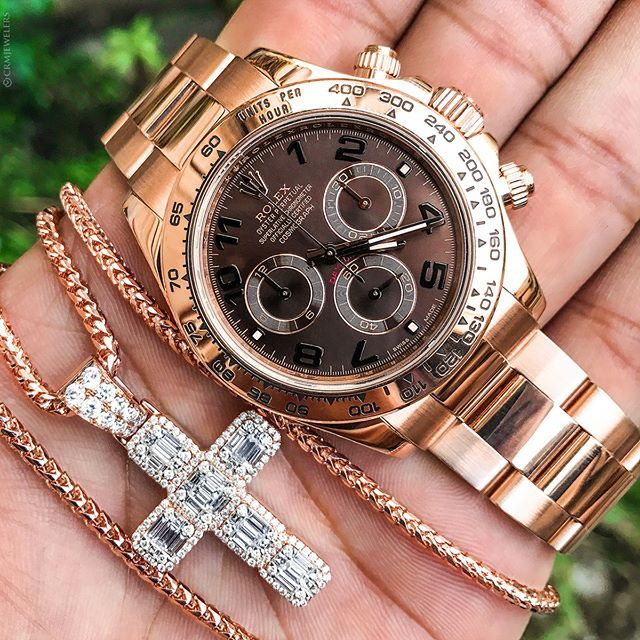 Rose Gold Looks Best With a Chocolate Dial Would you agree? Rolex Daytona $27000 Contact for Chain Pricing . . . .