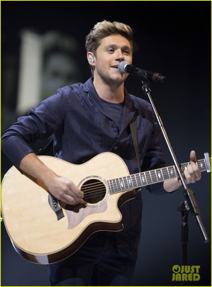 niall horan makes surprise appearance at bbc radio 1 teen awards 01