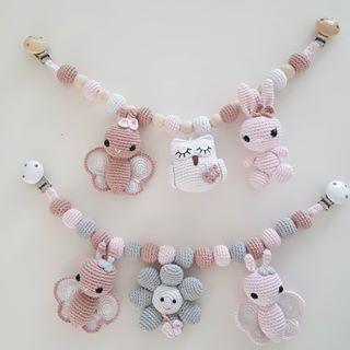 De blev sendt til små verdensborgere #hækletkanin #hækletsommerfugl #hækletugle #hækletbarnevognskæde #barnvognsophæng #barnevognskæde #babymobile #babygirl #barsellivet #ophængtilbørneværelset #amigurumi #sundlegetøj #hækletlegetøj #crochettoys#amigurumi #designbysc #virkat #hæklet#crochet