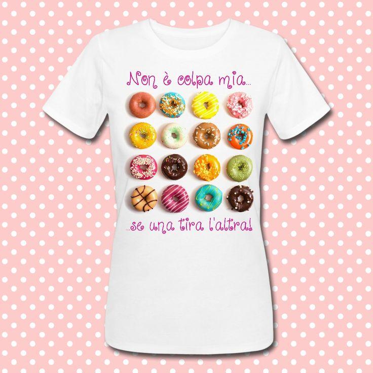 Gattablu stampa le tue t-shirt personalizzate, scegli tra le tantissime grafiche a colori brillanti firmate Gattablu Shop Online, oppure disegna la tua maglietta e personalizza il tuo guardaroba, per outfit unici al mondo! #tee #tshirt #outfit #moda #fashion #ciambella #ciambelle #donut #donuts