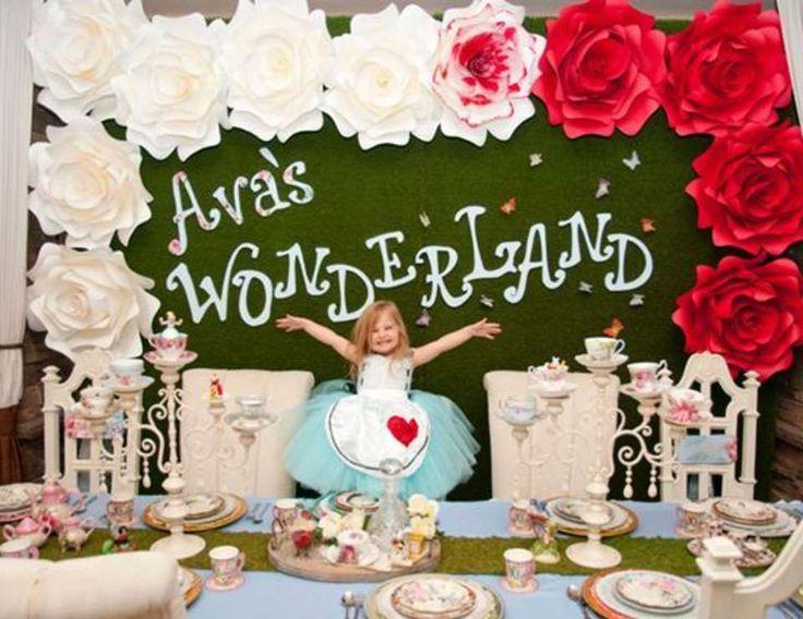 Best 25 alice in wonderland birthday ideas on pinterest for Alice in wonderland decoration