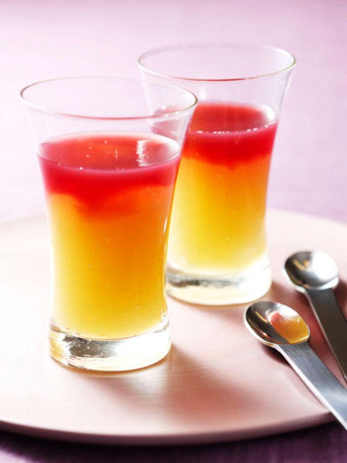 食物繊維をたっぷり含む葛は腹持ちも抜群。りんごジュースの優しい甘みと天然クランベリーのソースで、見た目も鮮やかな満足度の高いデザートに。|『ELLE a table』はおしゃれで簡単なレシピが満載!