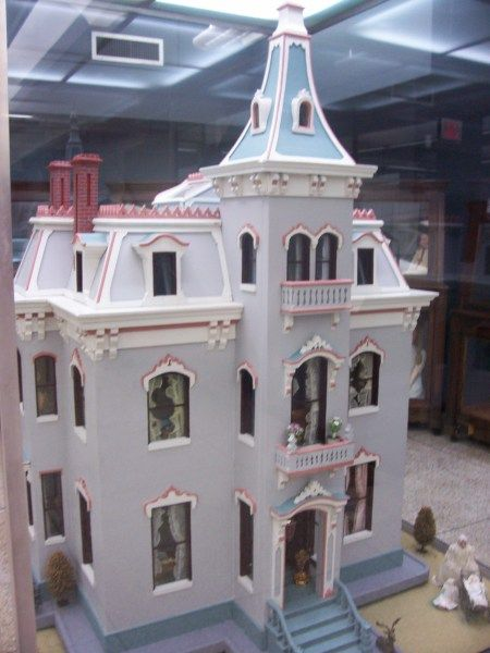 Fanny Hayes' Cape May-style dollhouse, Hayes Presidential Center