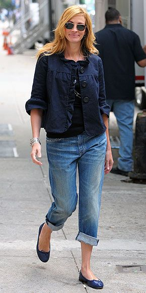 Julia Roberts navy jacket and cuffed boyfriend jeans, Julia Roberts goes for a comfy-but-cute look