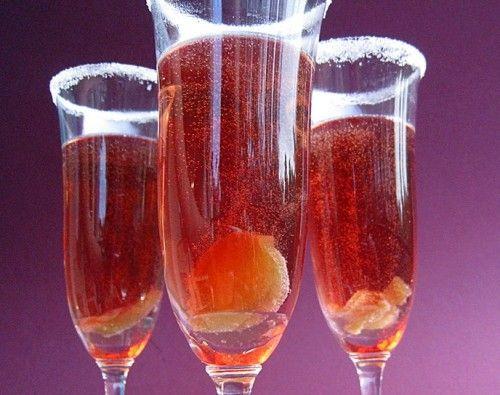 Коктейль с персиком, имбирем и шампанским