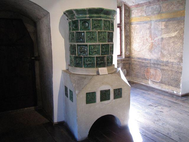 Stufa in maiolica del XV sec. manifattura trentina - Trento - Castello del Buon Consiglio
