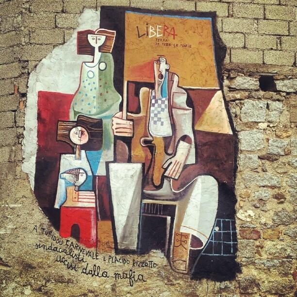 """Orgosolo, paese dei Murales """"LIBERA TERRA da tutte le mafie ... A Turiddu Carnevale e Placido Rizzotto , sindacalisti uccisi dalla mafia"""" #orgosolo #barbagia #murales #streetart #sardinia #sardegna #autumn #paint  - @fabrjzjo-"""