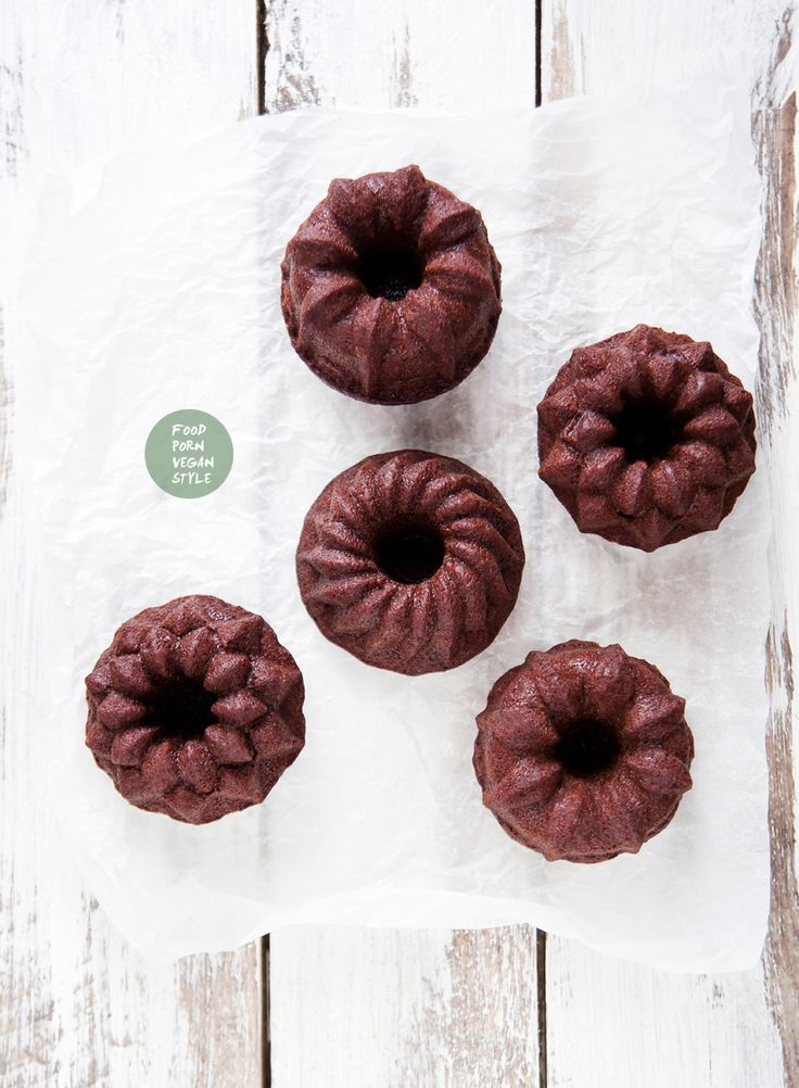 Vegan gingerbread mini bundt cakes (2 options, one with soy protein powder and one without) / Wegańskie babeczki piernikowe (wersja z proteinami sojowymi lub bez)