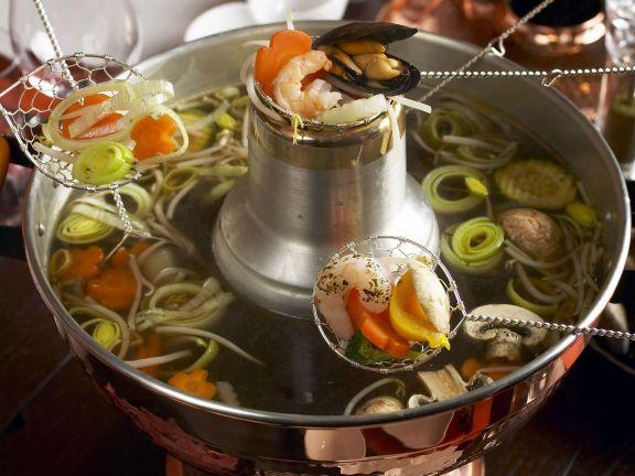 Chinesisches Fondue ist ein Rezept mit frischen Zutaten aus der Kategorie Hauptspeise. Probieren Sie dieses und weitere Rezepte von EAT SMARTER!