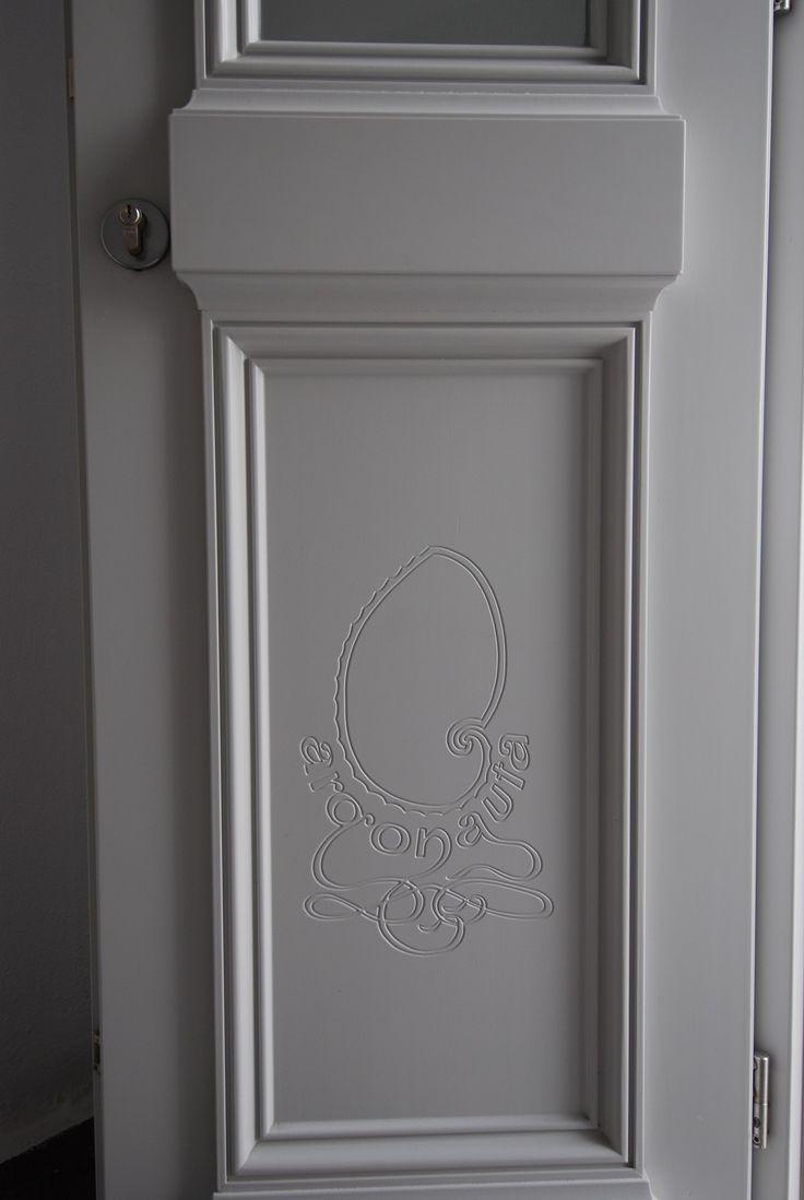 Ξύλινη νεοκλασικού τύπου πόρτα με χειροποίητο σκάλισμα...