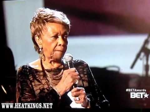 Cissy Houston - Bridge Over Troubled Water (Whitney Houston Tribute @ BET)