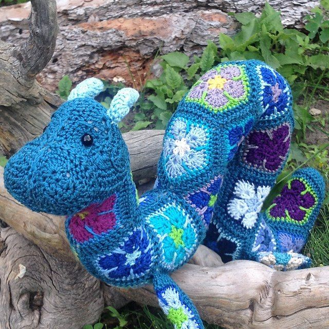 источник http://www.ravelry.com/projects/Lineandloops/ogo-the-african-flower-ogopogo