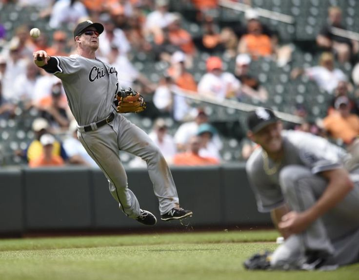 Chicago White Sox third baseman Gordon Beckham throws to first after fielding a slow ground ball hit by Baltimore Orioles' Steve Pearce