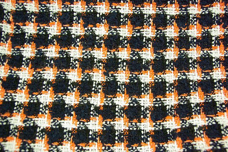 Modèle de laine au rayon Couture & Haute Couture de votre magasin Ellen Décoration. (demander auprès des vendeuses la disponibilité du produit)
