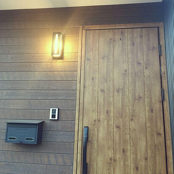 玄関 入り口 カインズホーム ポスト ガルバリウムの家 Ykk Ap アイジー工業 などのインテリア実例 2018 07 21 21 33 57 Roomclip ルームクリップ 家 玄関 玄関ドア おしゃれ