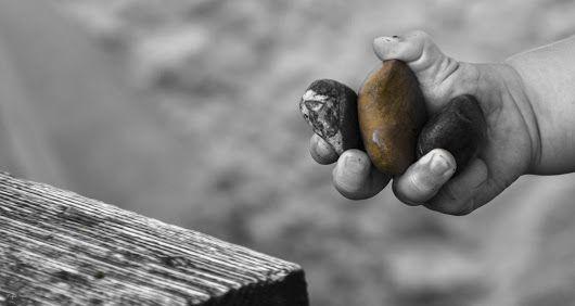 """Aller guten Dinge sind drei! #stones #pierres #piedras"