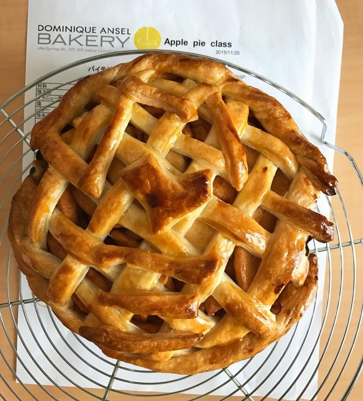 Last year i joined apple pie baking class held by @dabjapan Dominique Ansel bakery Japan. So i made this apple pie using their recipe for my friend's daughter birthday. Hopefully they will hold another baking class. #japan #tokyo #kanagawa #applepie #homemade #baking #bake #apple #pie #cake #autumn #appleseason #food #delicious #yummy #dominiqueansel #りんご #アップルパイ #ドミニクアンセルベーカリー #手作り #ケーキ #タルト #tart #사과 #파이 #사과파이 #dominiqueanselbakerytokyo #weekend