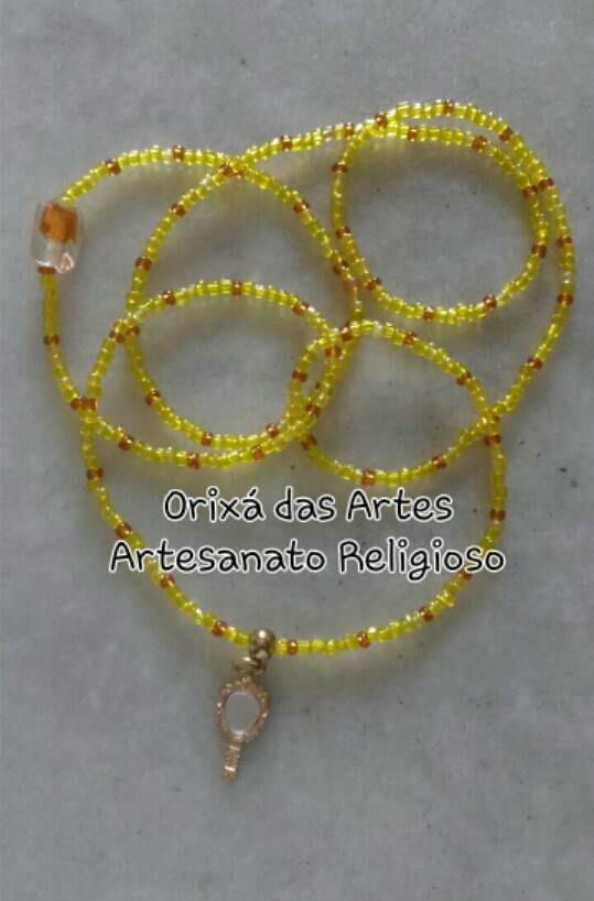 Guia de Oxum - miçangas amarelas e mel, firma e abebe dourado.